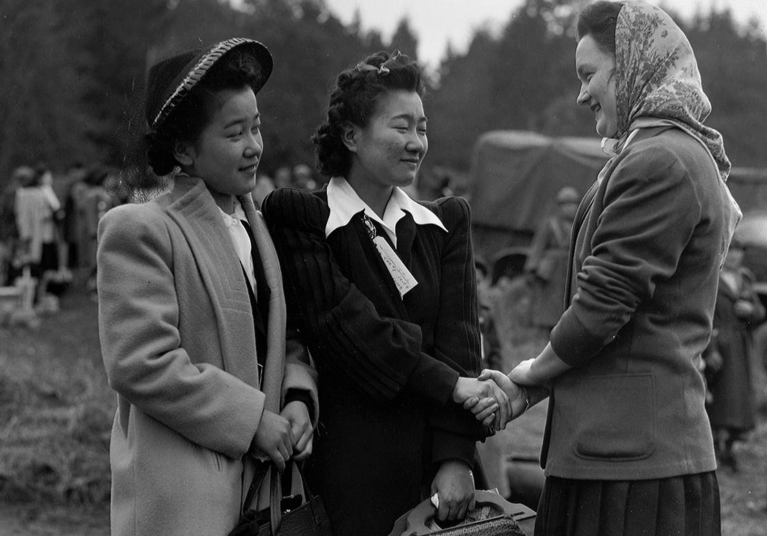 Ritsuko and Toshiko Terayama say goodbye to a friend at the ferry dock. Museum of History and Industry/Seattle PI Collection